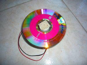 Notare il nastro adesivo al centro del cd